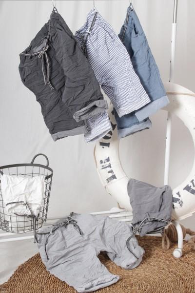 Baumwolle Stretch Shorts mit Bindegürtel in jeansblau