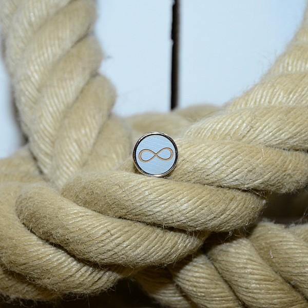 Druckknopf aus Holz mit Infinity Zeichen in grau