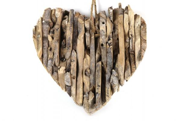 Herz aus Holzstücken zum Hängen