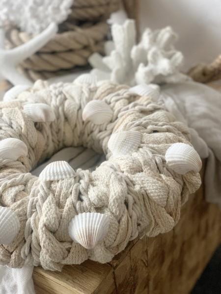 Kranz aus Jute in natur und Muscheln