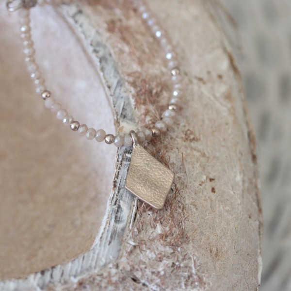 Hultquist kurze Kette Perlen in beige/rosé mit Drachen