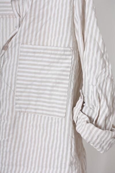 Fließende Bluse mit modernen Streifen beige