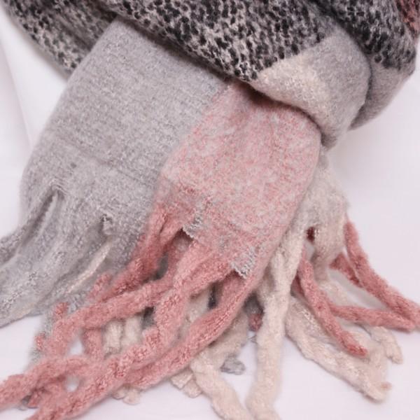 Kuscheliger Schal mit langen Fransen in rosa/ grau/ anthrazit
