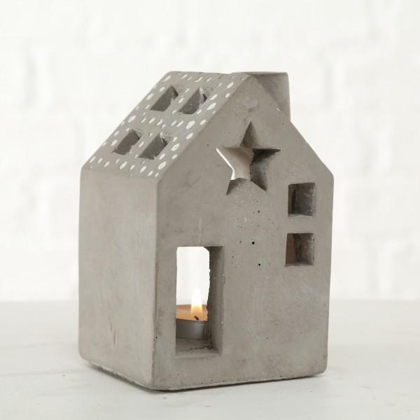 Betonhaus grau mit Fenster und Stern