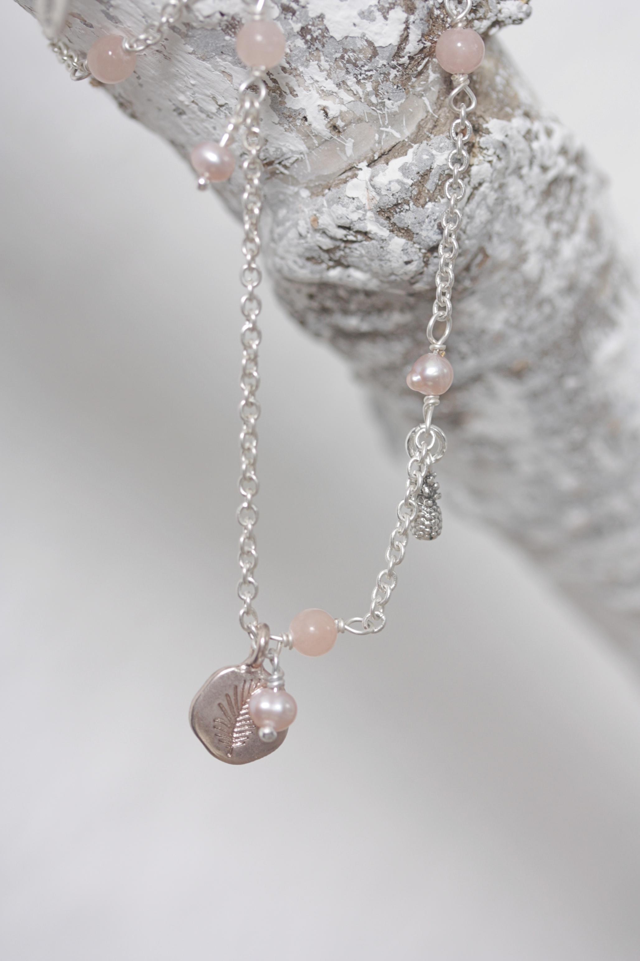 hultquist kette silber mit kleinen perlen rosa palm tree. Black Bedroom Furniture Sets. Home Design Ideas